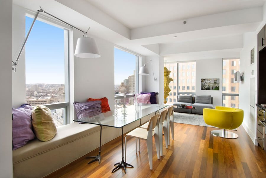 A sitting room in a Toren apartment