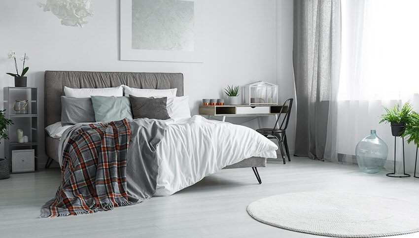 A bedroom that needs move-out cleaning services.